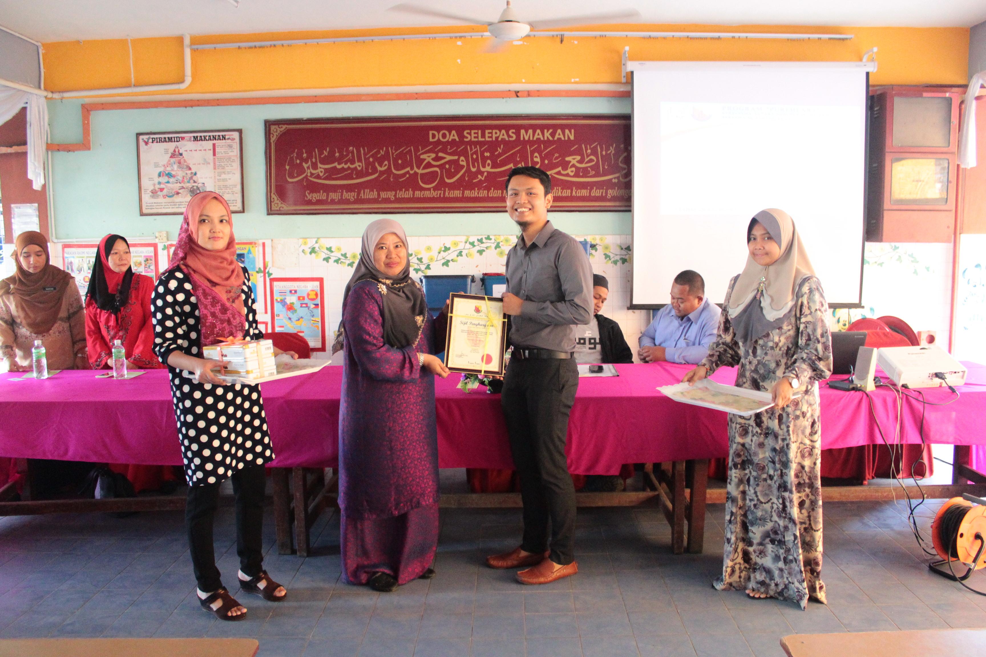 Penghargaan daripada SKPJ kepada Muhammad bin Jantan, Presiden MVM
